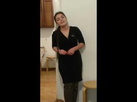 Чеченка поет на Французском очень красиво!