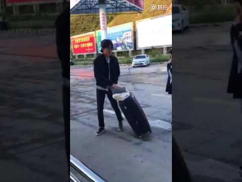 Димаш направляется в Пекин аэропорт Цзючжайгоу 11 июля 2017