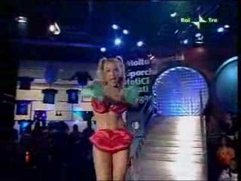 Lisa Fusco Sexy Baciami Tintoria Show Quarta Puntata