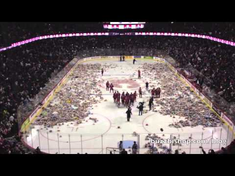 2013 Calgary Hitmen Teddy Bear Toss - 25, 921 Bears Thrown On The Ice