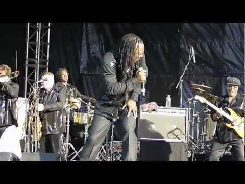 The Earth, Wind&Fire Experience By The Al McKay Allstars - Fantasy (Live in Clamart, France)