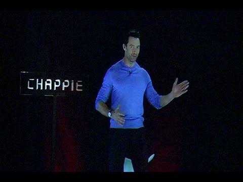 Chappie se presenta a la prensa en hologramas