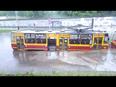 Łódź Po Ulewie, Zatopiony Tramwaj I Ulice