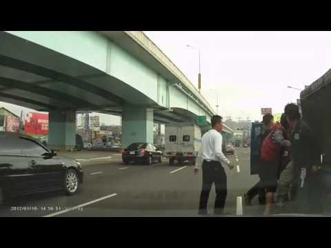 Суровая китайская дорожная разборка