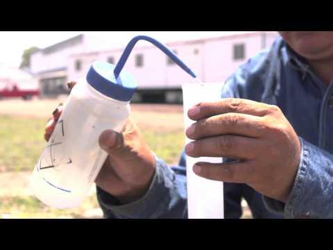 Como medir la filtración de agua en el suelo, usando un infiltrometro de anillo.