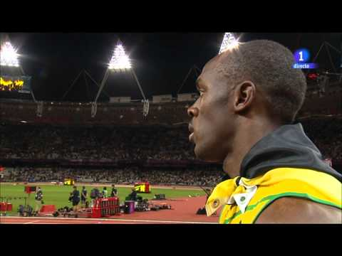 Usain Bolt stops interview to respect the U.S. anthem