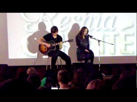 Uni-Community: Keshia Chante Performs 'Test Drive' [Vaughan SS 10/17/2011]