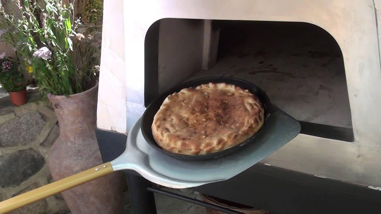 Пирог в печи
