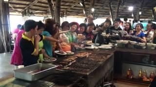 Người Trung Quốc Giành Ăn Buffet Ở Nha Trang