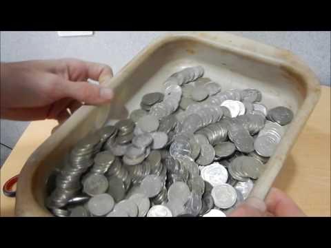 Разбиваем копилку или сколько монет номиналом 2 рубля в пол литровой бутылке