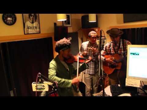 "Dom Flemons Trio - ""Polly Put The Kettle On"" - Radio Woodstock 100.1 - 8/29/15"