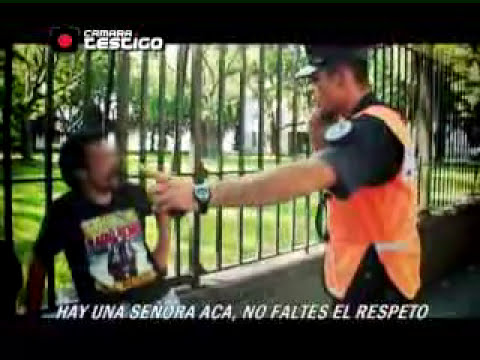 MEJOR VIDEO YOUTUBE POLICIA PELEA UN BORRACHO ARGENTINA