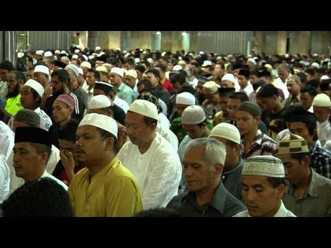 Indonesians begin Ramadan, hardliners target