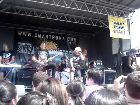 A Skylit Drive Those Cannons Could Sink A Ship! Live (Warped Tour 09 Uniondale, NY)