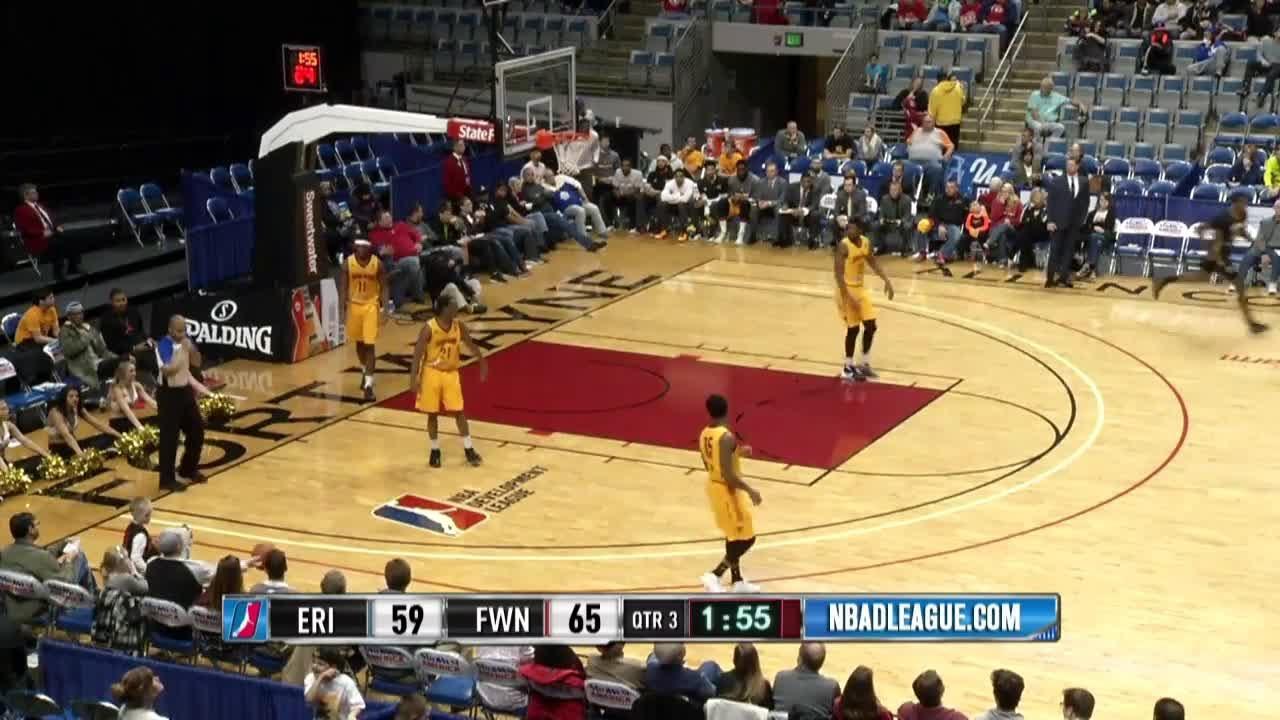 Alex Davis with the dunk!