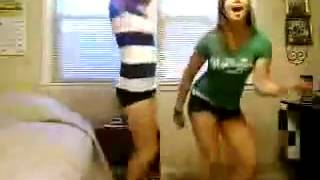 Teen girls dancing in the bedroom   FAIL