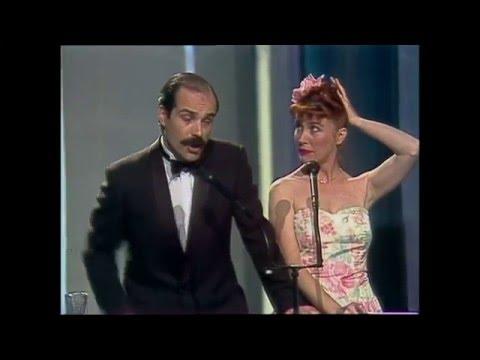 """El beso """"de compañeros"""" de Antonio Resines y Verónica Forqué (Premios Goya 1989)"""