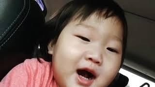 Baby sing mommy finger