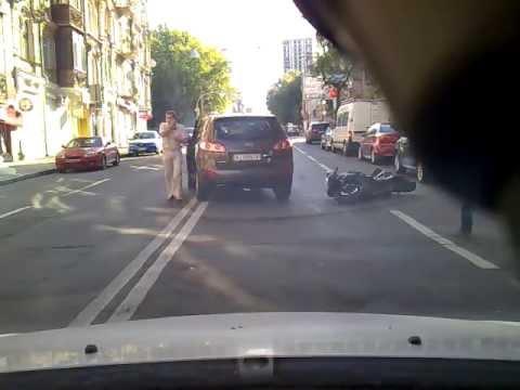 ДТП Киев 21 06 2013 Biker crashed Kiev 骑车坠毁基辅