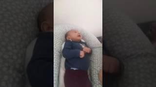 حرف زدن نوزاد دو ماهه با مادرش