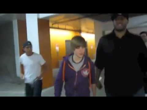 Paparazzi Calls Justin Bieber A DICK