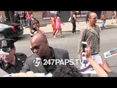 (Exclusive) Dave Chappelle showing love to his fans in NYC