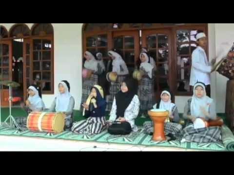 Hayatul Banat - Tobat Maksiat (wali) Freestyle Marawis Cover Version video