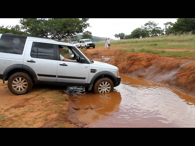 Toyota Hilux vs Land Rover Discovery 3 LR3.avi - YouTube