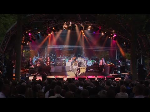Roger Taylor and Jeff Beck - People Get Ready (Live)