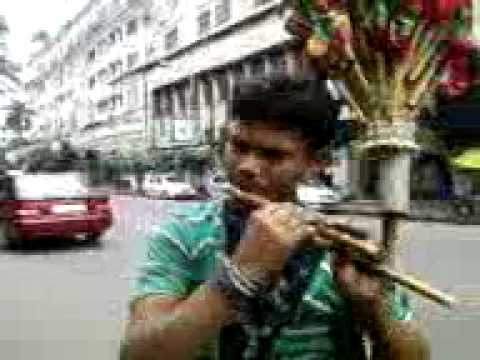 tujhe dekha to yeh jana sanam -flute by a vendor