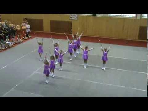 Mažoretky Mini Trixie - soutěž Lanškroun - YouTube