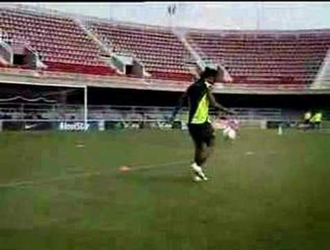 Nike Commercial - Ronaldinho Freestyle video