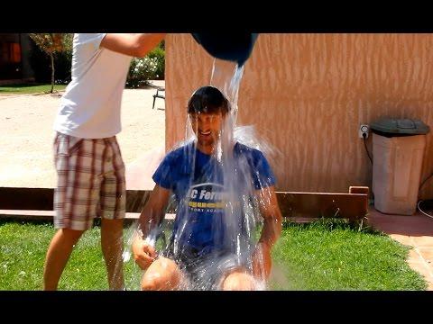 Juan Carlos Ferrero acepta el Ice Bucket Challenge