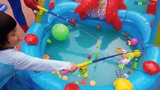 FISHING Game Toys For Kids, Bé Chơi Câu Cá Cùng Người Nhện Trong Bể Bơi Phao, BaBiBum