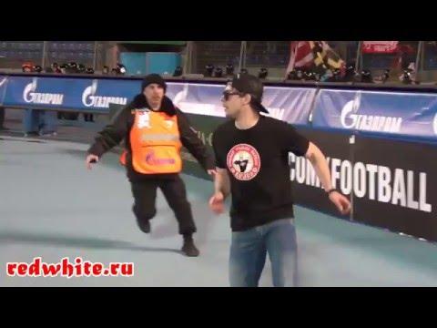 لاحظ كيف دوخ هذا الشاب الشرطة في ملعب في روسيا
