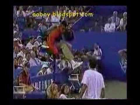 Pete Sampras goes nuts against the chair umpire Video