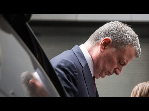 New York officers turn their backs on Mayor Bill de Blasio
