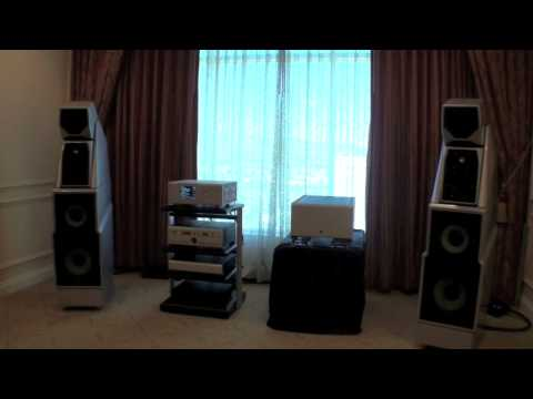 AudiogoN @ CES 2009: Wilson Audio speakers w/ Boulder amplification makes for very high end system.
