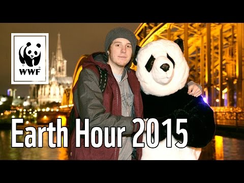 Der PANDA und Simon UNGE bei der Earth Hour in Köln - WWF Deutschland