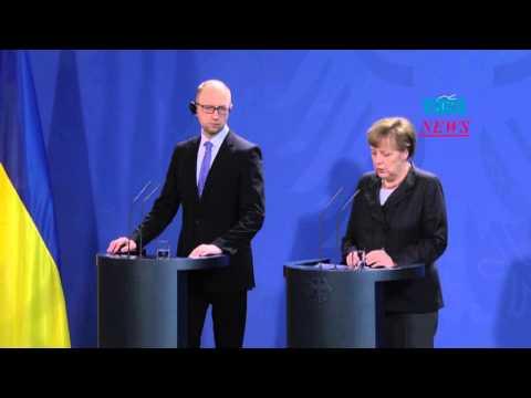 Ukrainian PM Yatsenyuk   German Chancellor Merkel in Berlin