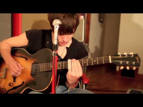 &quot;Shackles&quot; Living room jam session - Tyler Bryant &amp; The Shakedown