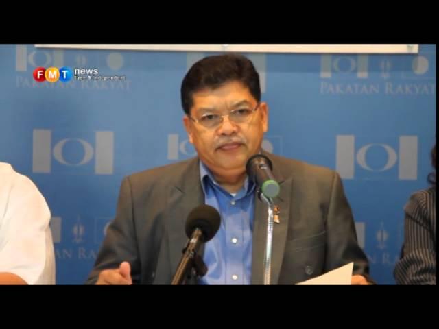 Anwar withdraws, Azizah retains post