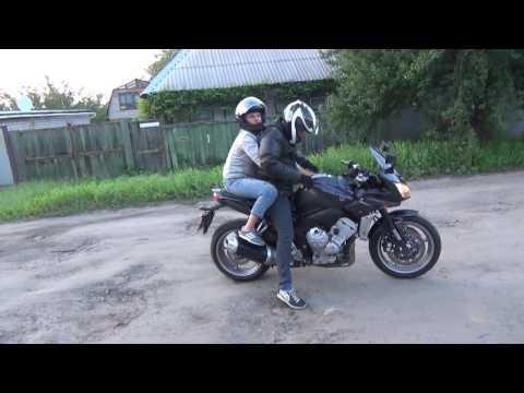 Сын прокатил Маму на литровом мотоцикле 150л.с