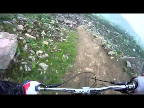 С горы на велосипеди