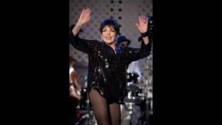Liza Minnelli - Single Las (Put a Ring On It) from SATC 2
