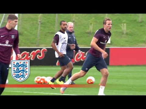 Theo Walcott and Harry Kane - Piggy in the Middle | Inside Training