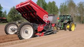 Dewulf Miedema Structural MS4000 potato planter with John Deere 6125R tractor
