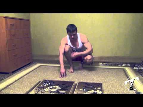 Накачать грудь дома (отжимания от пола в узкой стойке)