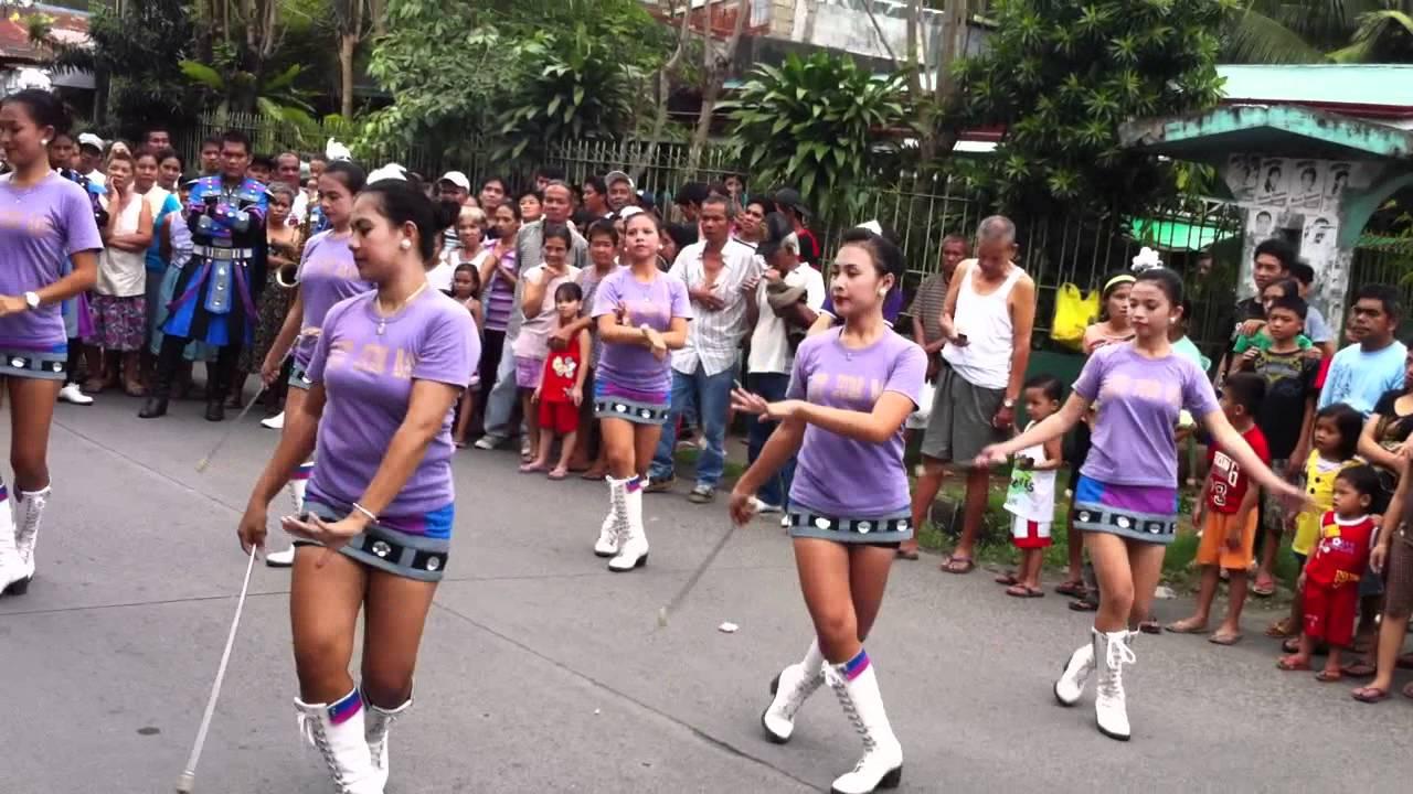 dancing majorettes :) - YouTube