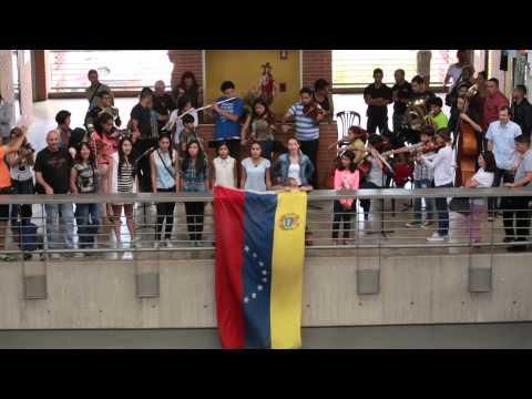Sinfónica Juvenil Chacao sorprende a los vecinos con recital en el Mercado Municipal